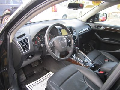 2011 Audi Q5 2.0T Premium Plus, Clean carfax, AWD!
