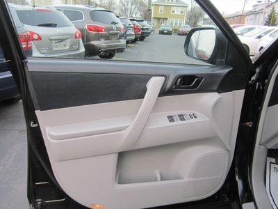 2010 Toyota Highlander Base, Clean carfax!