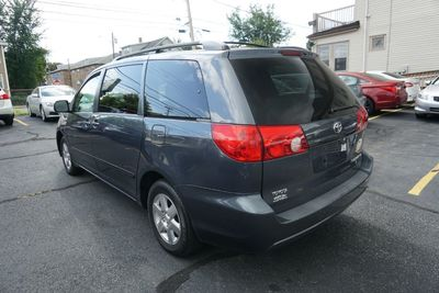 2008 Toyota Sienna LE, Clean Carfax, One Owner!