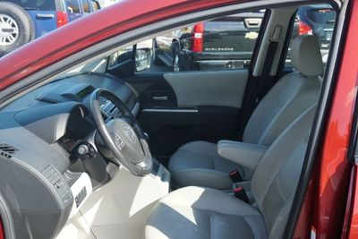 2009 Mazda MAZDA5 Grand Touring, Leather, Sunroof!