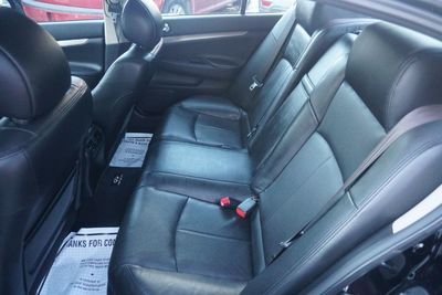 2011 INFINITI G25 Sedan x